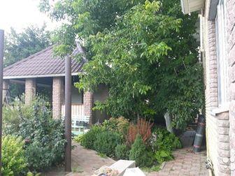 Продам дом в черте города, свой сад, скважина, живописное место, Построен из керамического  блока и облицован фаготом, 4 комнаты, гостиная, 2 санузла, большая кухня, в Белгороде