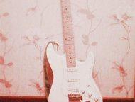 Продам гитару Fender Stratocaster, хорошее состояние, детали+шнур