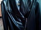 Скачать фотографию  Женский пиджак из искусственной кожи, цвет черный, размер 46-48, На молнии, на подкладе, свободный крой, 69829596 в Бийске