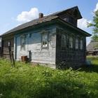 Бревенчатый дом с баней, в жилом селе