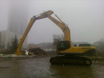 Просмотреть изображение  Сдаем в аренду Экскаватор гусеничный Hyundai 300LC-9S с клыком для разрушения зданий 3000 руб/час 42714714 в Казани