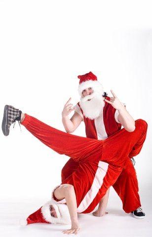 Танцует Дед Мороз