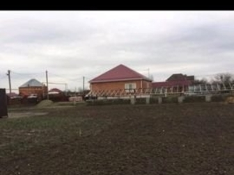 Земельный участок ИЖС (10 соток ) в ауле Старобжегокай улица Гагарина 3 (за ТРЦ Мега Адыгея расстояние до ТРЦ 2км) Все коммуникации -газ, электричество, водоснабжение, в Краснодаре