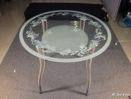 Обеденный стеклянный круглый стол, D-900 мм Обеденный стеклянный круглый стол. D-900 мм.   Три вида пескоструйного рисунка или просто окантовка.   С п, Магнитогорск - Столы, кресла, стулья