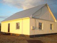 Продам дом Дом в пос. Приморском, расстояние до города 8км. Построен из бетонных