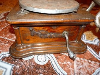 Просмотреть фото Антиквариат Продам старинный Граммофон 34520587 в Москве