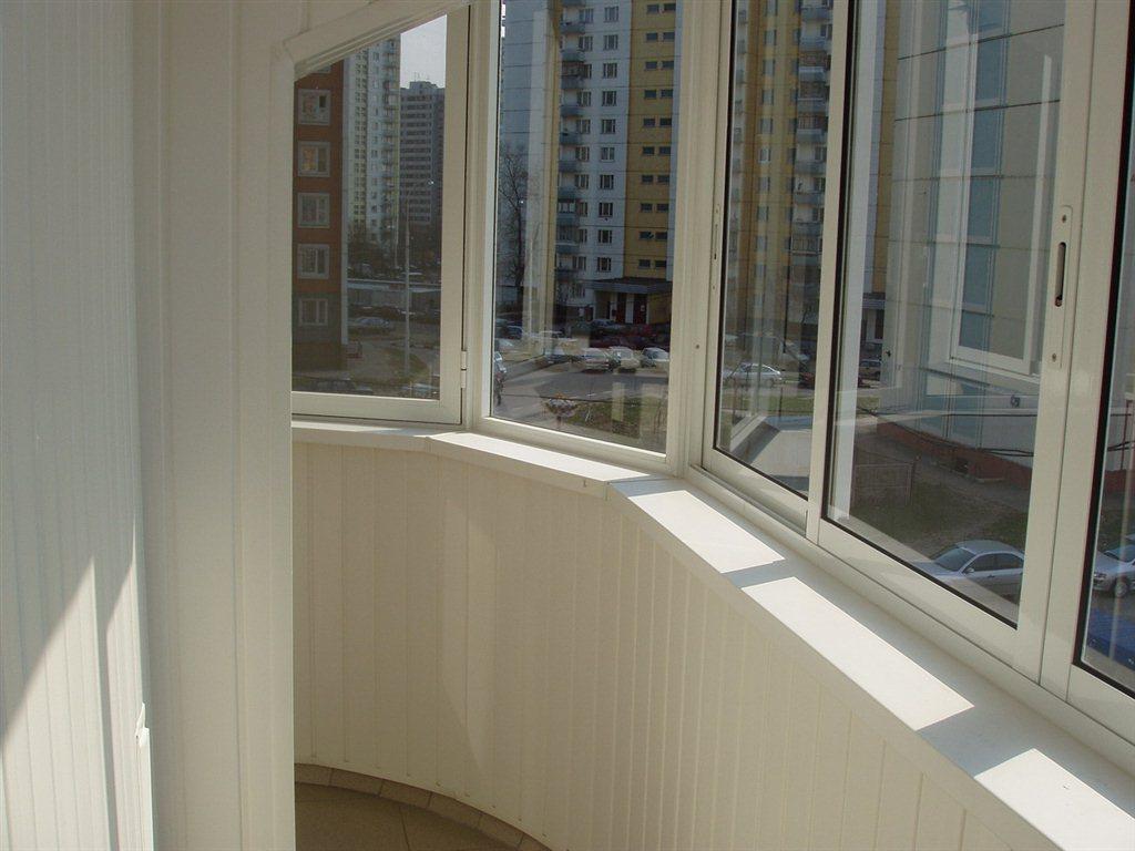 Как установить подоконник на круглом балконе.