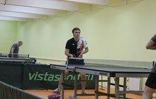 Занятия настольным теннисом в клубе БКМ