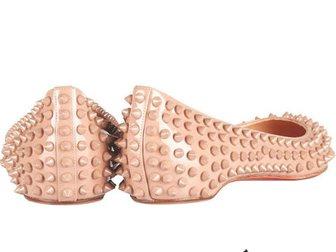 Просмотреть фото Женская обувь Туфли лодочки Christian Louboutin Shoes With Spikes 32424458 в Москве