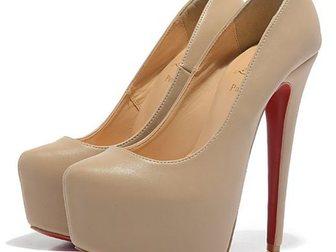 Свежее фото Женская обувь Туфли Christian Louboutin Leather 33052976 в Москве