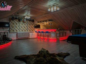 Смотреть фото Производство мебели на заказ Стойка барная из шпона и массива дуба 33316769 в Москве