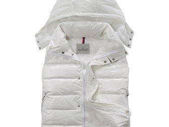 Новое фото Мужская одежда Женская жилетка от Moncler 33334834 в Москве