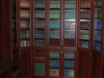 Увидеть фото Мебель для гостиной Библиотека Бейкер-стрит новая 35643535 в Москве