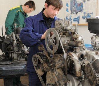 Фото в   Курс подготовки автослесарей включает:  • в Москве 0