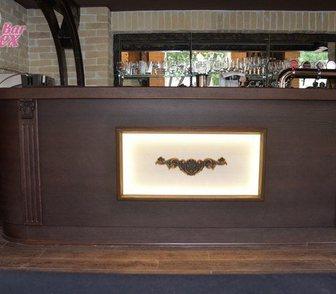Фото в Мебель и интерьер Производство мебели на заказ Стойка барная из массива и шпона дуба с высококачественной в Москве 86000
