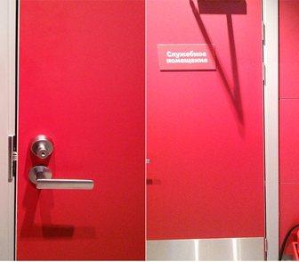 Фото в Строительство и ремонт Двери, окна, балконы Предлагаем двери в алюминиевом коробе различных в Москве 0