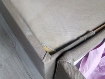 Диван Икеа, Модель Монстад, Б/у, нужна химчистка либо перетяжка, Все недочеты на фото, Протерсость (фото 4) на части, которая выдвигается, то есть когда диван собран, в Новосибирске