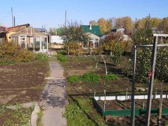 Продадим дачу в С/О Строитель, за ул,  Демакова в Советском районе,  Участок 4 сотки,  ДОМА НЕТ,  По границе участка забор, площадка для парковки авто отсыпана щебнем, в Новосибирске