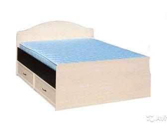Двухспальная кровать с двумя выдвижными ящиками б/у в хорошем состоянии с  матрасом, в Новосибирске