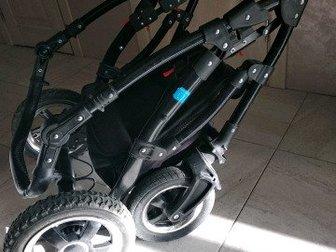 Продам коляску 2в1 с переноской в комплекте,  Поворотные колеса, тормоз, изменяется положение ручки в нескольких положениях,  Прогулочный блок можно ставить как в Новосибирске