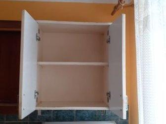 старые кухонные шкафы, в нормальном состоянии, 2 шкафа соединены в середине деревянным открытым шкафом, самовывоз, размеры: высота 66,5см, длина 211см, ширина 29,5 в Новосибирске