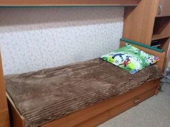 Кровать с матрасом 2000*800, высота 400 имеются небольшие дефекты,  По всем вопросам звоните, в Новосибирске