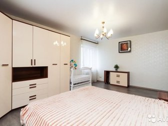 Продам спальню, В комплект входит кровать с прикроватными тумбами, шкаф и комод, Возможна продажа только кровати в отдельности, в Новосибирске