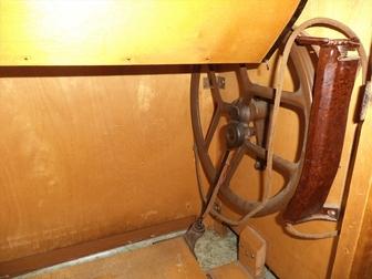 Скачать фото  Продам Швейную машину в тумбе с электроприводом в исправном состоянии 76613052 в Новосибирске