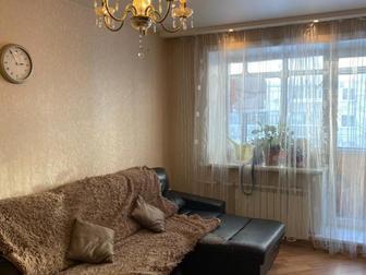 В продаже шикарная 3 комнатная квартира!С отличным ремонтом высококачественными отделочными материалами, Очень тепленькая,уютная квартирка, В квартире остается кухонный в Новосибирске