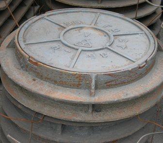 Фотография в Строительство и ремонт Строительные материалы Люк чугунный тип-Л устанавливается на газонах в Новосибирске 3950