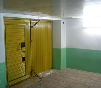 Фотография в Недвижимость Гаражи, стоянки Капитальный гараж с двумя воротами 44м2. в Новосибирске 0