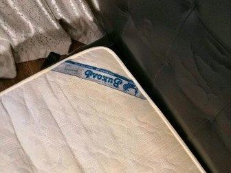 Двуспальная кровать в удовлетворительном состоянии,  Недостатки видны на фото,  Можно под перетяжку,  Матрац виколь в Орске
