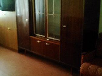 Просмотреть foto Мебель для гостиной срочно продам шкаф комбинированный полированный 32501999 в Ростове-на-Дону
