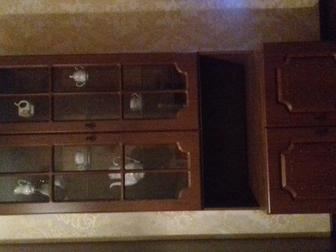 Смотреть изображение  Продаю шкаф для посуды или книг 37461915 в Ростове-на-Дону