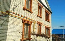 Предлагается к продаже двух этажный кирпичный дом. Общей пло
