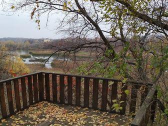 ID в ИМЛС: 2592850 Участок ровный, расположен рядом с турбазой Хуторок (  Гусельский  мост, до центра города 10 км ), подъезд отсыпан асфальтной крошкой, первый в Саратове