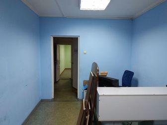 Номер объекта в базе: 40082,  Сдаю офисное помещение в аренду на 1 этаже жилого дома с отдельным входом, имеется небольшая стоянка для а/м, состояние хорошее,стеклопакеты, в Саратове