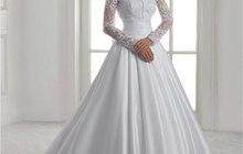 Атласное платье c длинным рукавом