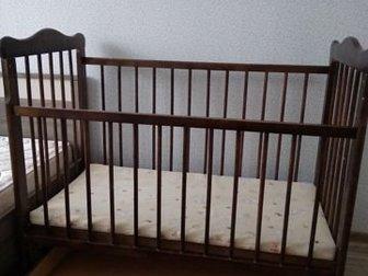 Продается детская кроватка,  Есть выдвижная полка и качалка,  Все в хорошем состоянии,  Есть матрац с кокосовой набивкой, Состояние: Б/у в Уфе