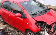 Продам после аварии Toyota Yaris 2007 года