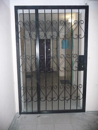 установить железную решетку дверь