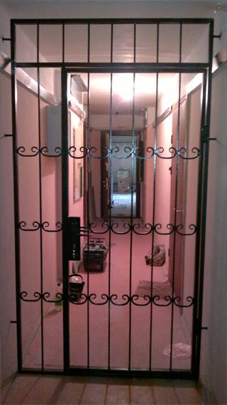 железные двери цены на лестничной площадки