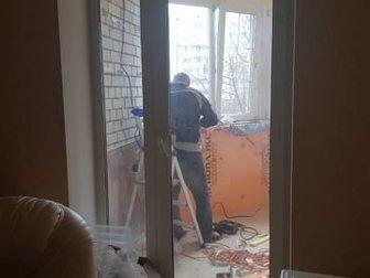 продаю балконное окно и двери очень хорошее состояние, высота дверной рамы 2, 26 в Волгограде