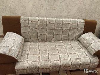 Продам диван-книжка, состояние-хорошее,  Спальное место 130?200мм,  На подушках и диване чехлы съёмные,  Имеется ящик для хранения постельного белья, в Волхове