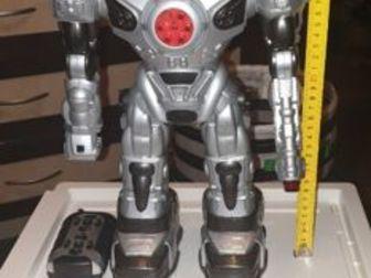 продам робота на пульте управления,  много функций ,   работает от батареек,   совсем мало б/у,  цена уменьшена в разы, Состояние: Б/у в Волхове